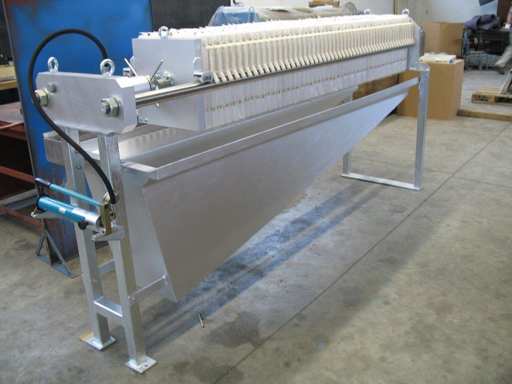 AKHR 400<br />Vprovedení ochrany povrchu žárový zinek.